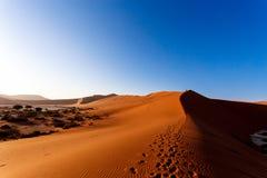 Песчанные дюны на Sossusvlei, Намибии Стоковые Фото