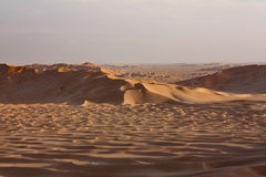 Песчанные дюны на Sunset#5: Море золотого песка Стоковое Фото