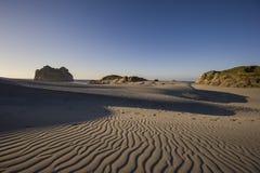 Песчанные дюны около пляжа Wharariki Стоковые Изображения