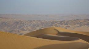 Песчанные дюны пустой квартальной пустыни Стоковая Фотография