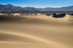 Песчанные дюны Mesquite, Death Valley, Калифорния Стоковые Изображения RF