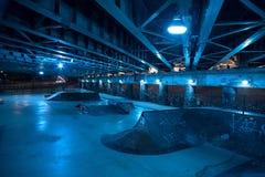 Песчаный и страшный парк конька города на ноче в городском Чикаго Стоковое Изображение