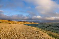 Песчаный пляж в осени Стоковая Фотография
