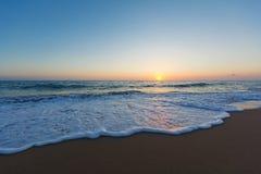 Песчаный пляж на заходе солнца, Peloponess - Греции стоковые фотографии rf