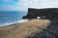 Песчаный пляж в Исландии Стоковая Фотография