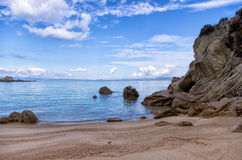 Песчаный пляж в Sithonia, Chalkidiki, Греции Стоковые Фото