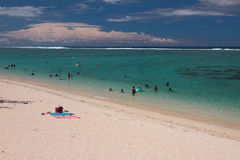 Песчаный пляж и море Обитель лагуны, реюньон Стоковые Изображения