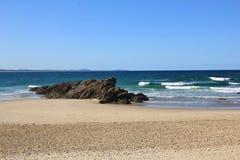 Песчаный пляж предпосылки природы Стоковые Изображения