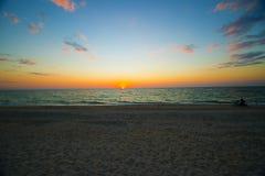 Песчаный пляж Sunest Стоковая Фотография RF