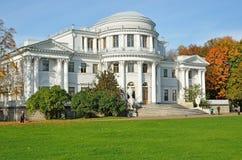 Дворец в Петербурге, Россия Yelagin Стоковое фото RF