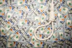 Петля веревочки на предпосылке долларов Взгляд сверху, космос экземпляра стоковые фотографии rf