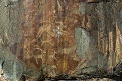 Петроглифы Старые картины утеса в горах Altai Стоковая Фотография