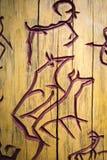 Петроглифы на дереве Стоковые Изображения
