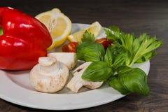 Петрушка, лимон, перец, champignons на плите Стоковые Изображения RF