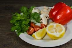 Петрушка, лимон, перец, champignons на плите Стоковые Изображения