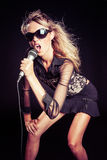 Петь девушки поп-звезды стоковые фото