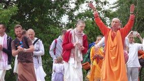 Петь и танцевать зайцев Krishnas акции видеоматериалы