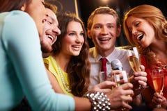 Петь на партии Стоковая Фотография RF