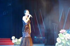Петь певицы huangyingying стоковая фотография