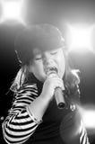 петь ребенка Стоковые Фотографии RF