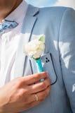 Петлица на костюме groom от розы Стоковое Фото