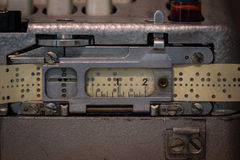 Пефорированная бумажная лента старого прибора стоковая фотография rf