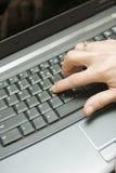 печатать на машинке клавиатуры компьютера Стоковое Фото