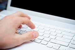 печатать на машинке клавиатуры руки Стоковые Изображения RF
