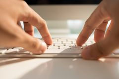 Печатать на машинке на клавиатуре Стоковые Изображения