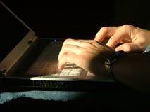 печатать на машинке персоны Стоковая Фотография RF