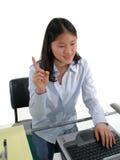 печатать на машинке студента стоковое изображение