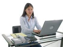 печатать на машинке студента стоковые изображения