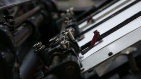 Печатать смещенную деталь печатания бумаги машины видеоматериал