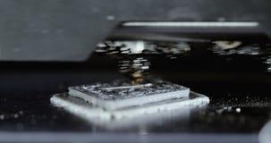 Печатать с пластичной нитью провода на принтере 3D сток-видео