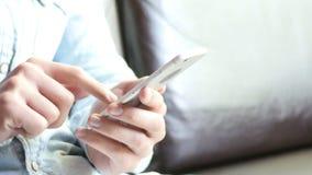 Печатать телефонного сообщения видеоматериал