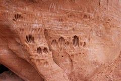 Печати руки в стене утеса Стоковая Фотография RF