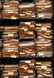 Печатные документы штабелированные в архиве Стоковое Фото