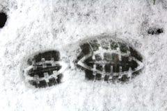 Печать ботинка человека в снеге Стоковые Изображения RF