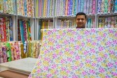 Печать традиционного магазина ткани ткани флористическая стоковые изображения rf