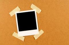 Печать фото пустого поляроидного стиля немедленная с липкой лентой Стоковые Изображения