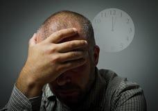 печаль Человек в мыслях Несколько минут за 12 Стоковая Фотография