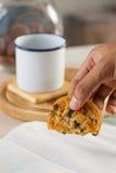 Печенье владением руки Стоковое Изображение RF