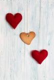 Печенье в форме сердца и сердца на предпосылке Стоковая Фотография RF