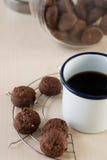 Печенье и черный кофе Стоковые Фотографии RF