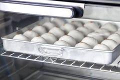 Печенье китайца десерта Тесто для печенья делая в tra выпечки Стоковые Изображения RF