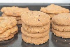 Печенье на подносе стоковые фото