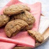Печенье обломока шоколада с миндалиной Стоковые Изображения