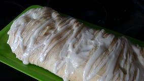 Печенье оплетки Яблока с поливой Стоковое Фото