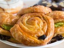 Печенье очень вкусной изюминки датское на деревянном столе Стоковая Фотография RF
