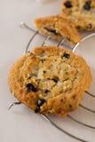 Печенье положенное на таблицу Стоковое Изображение RF